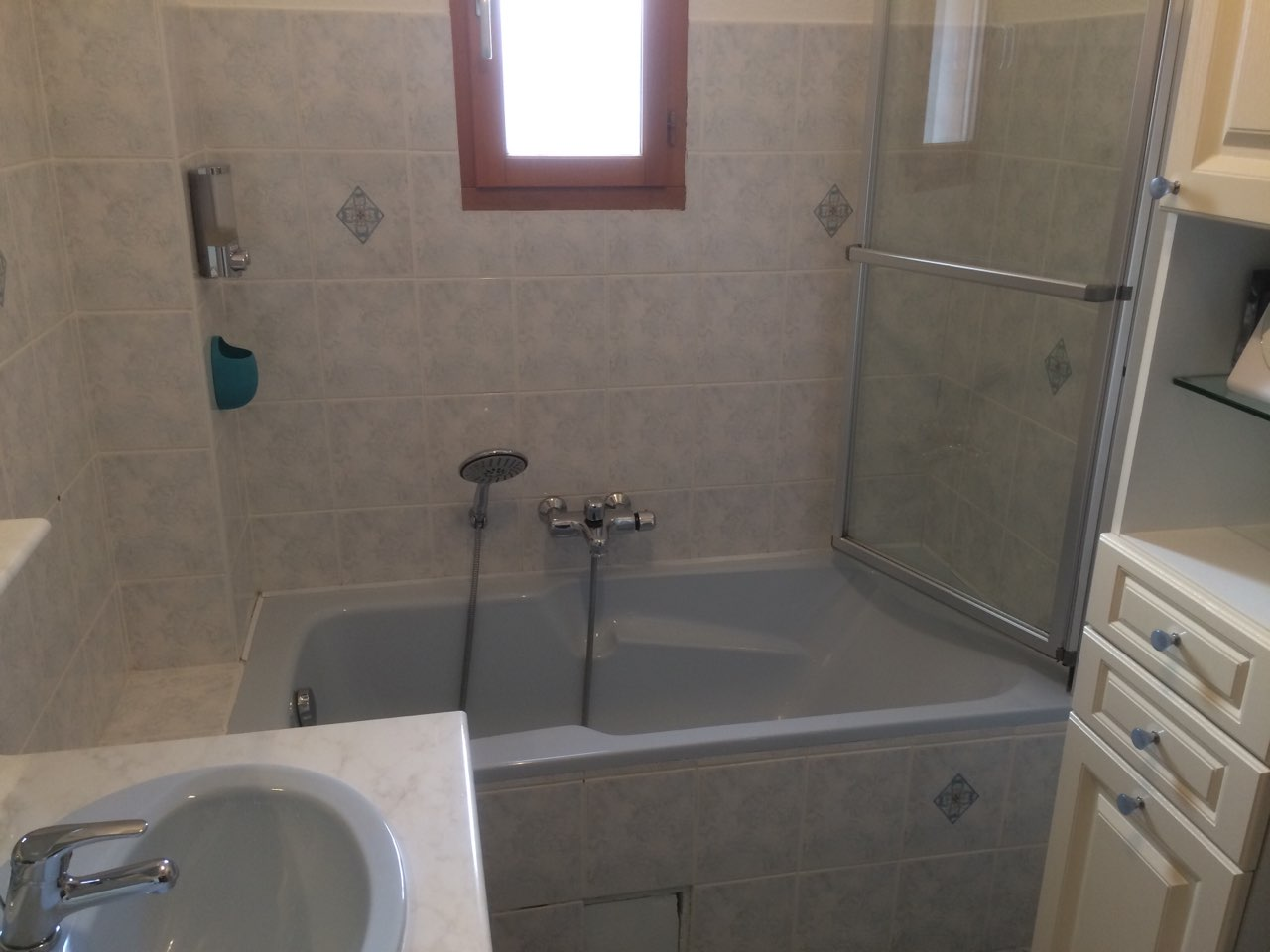 transformation d 39 une baignoire en douche r novbain. Black Bedroom Furniture Sets. Home Design Ideas