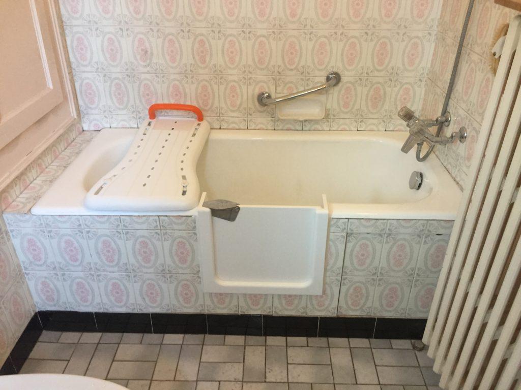 Ouverture de baignoire avec porte étanche à Thonon-les-Bains